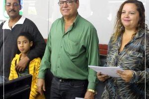prof-arnaldo-azevedos-entregando-certificados